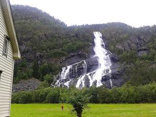 И началась красота - сплошные водопады...