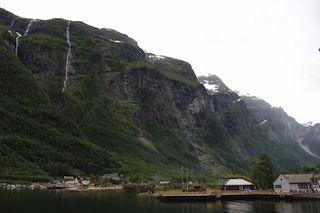 Фьорд и водопады одновременно